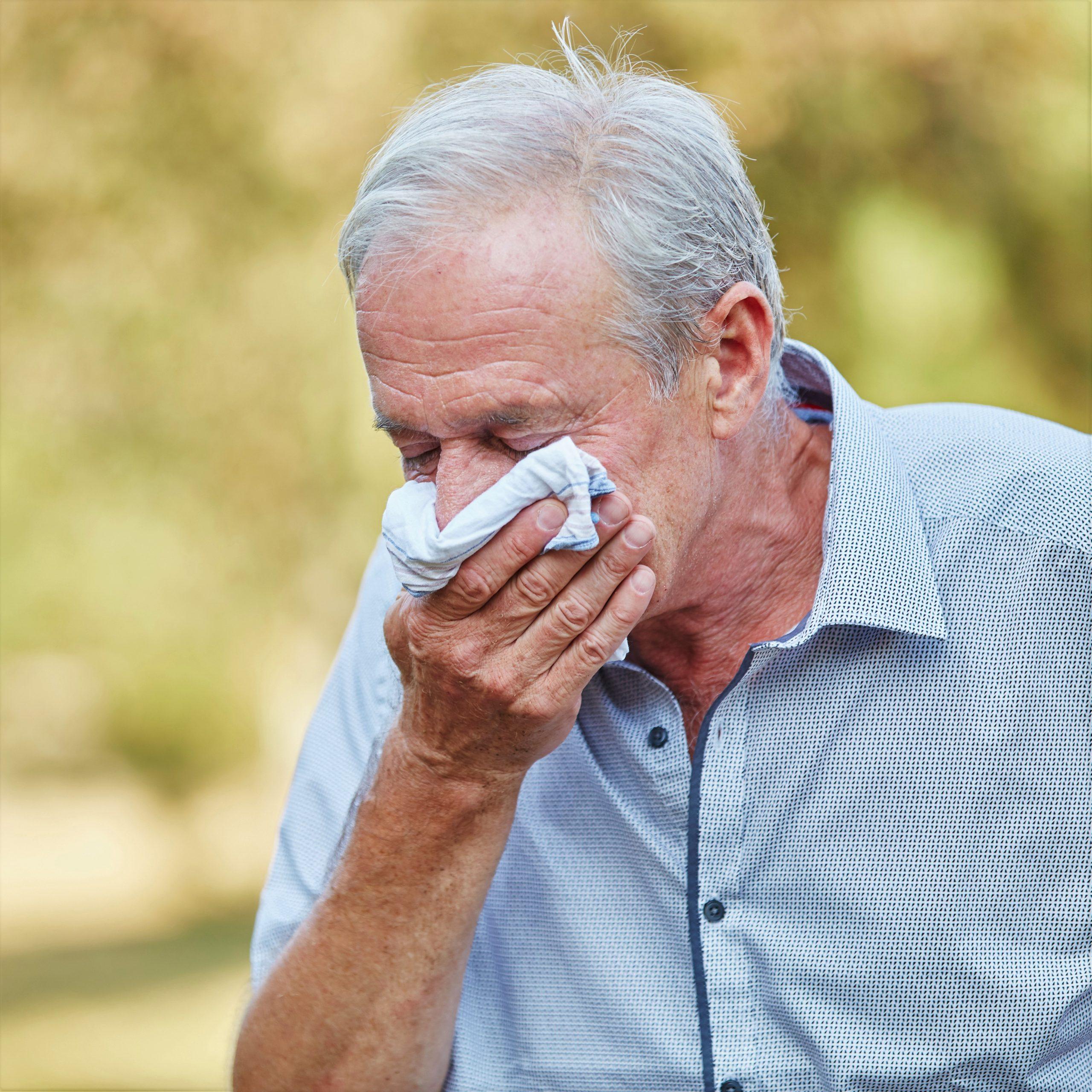 Immer mehr Senioren leider im Frühling an einer Pollenallergie