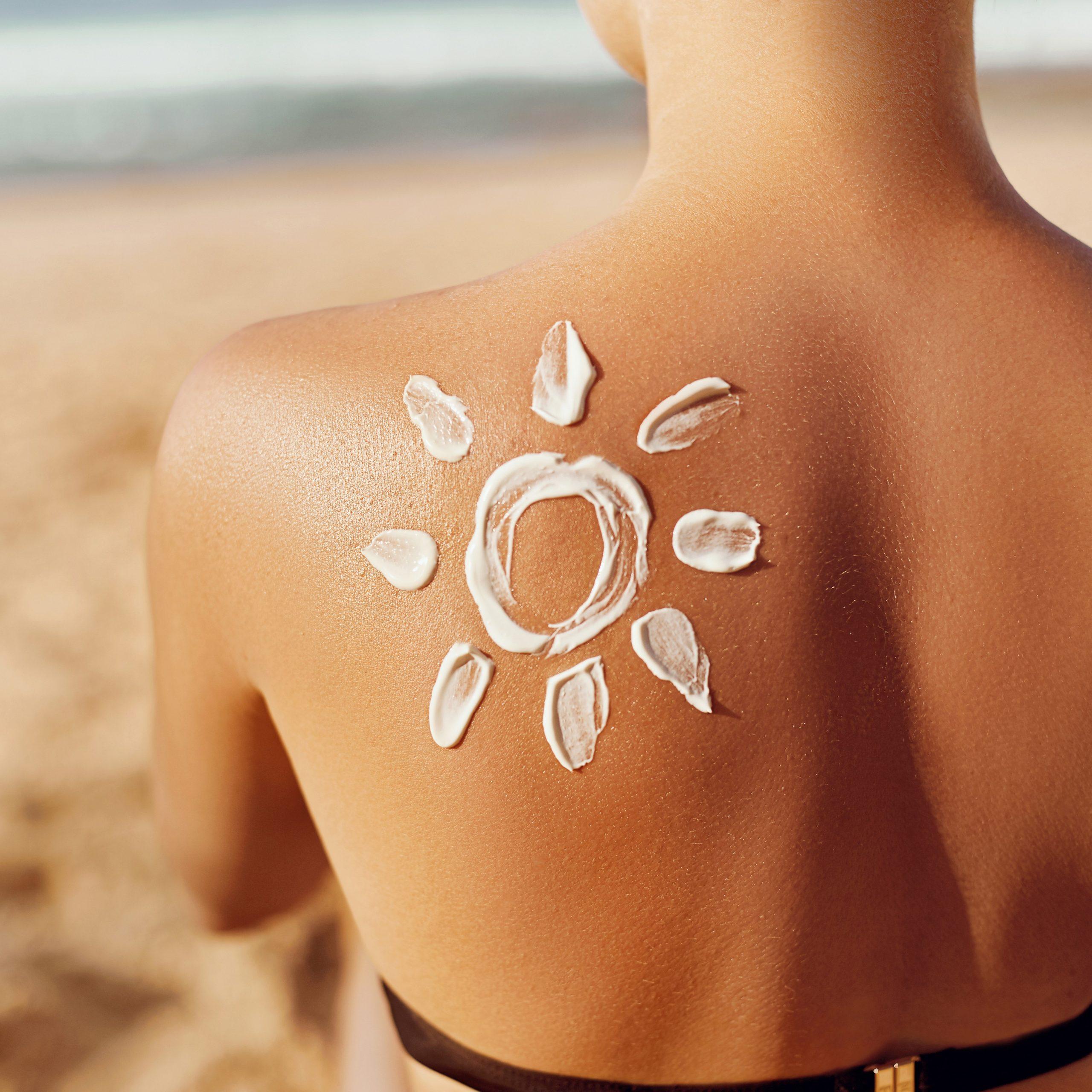 Die Haut sollteim Sommer immer vor den UV-Strahlen geschützt werden