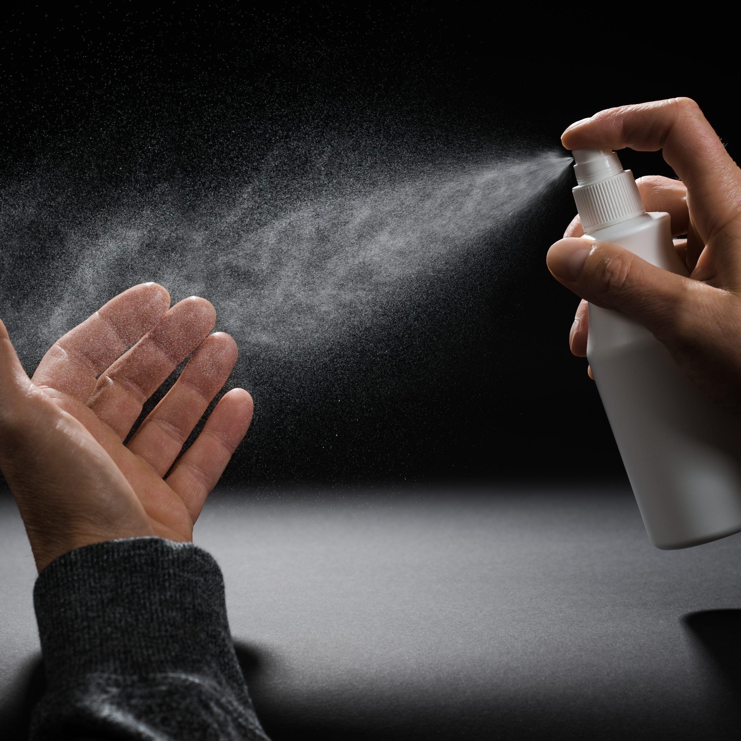 """Studien beweisen, dass Desinfektionsmittel nicht nur für Viren, Bakterien und Co. schädlich sind, sondern auch für die """"guten"""" Mikroorganismen, ohne die ein Leben nicht möglich wäre."""