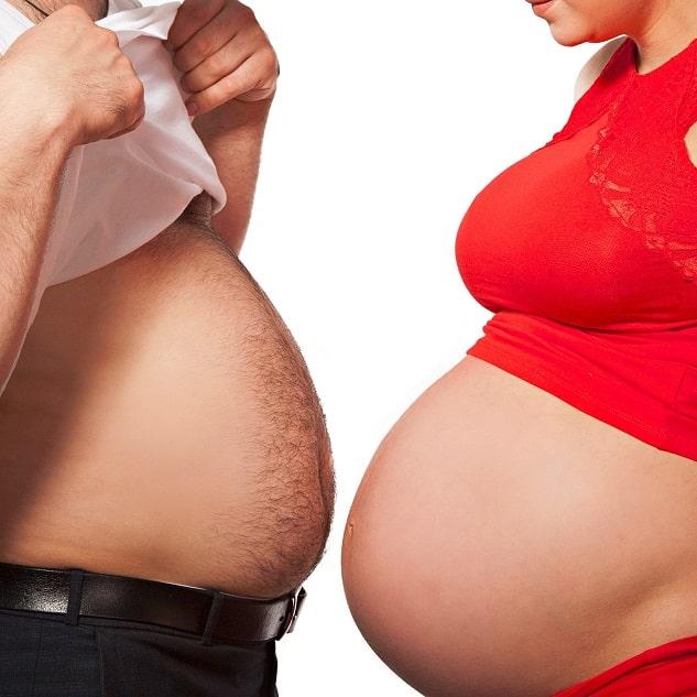 Schwangere Frau und dicker Mann