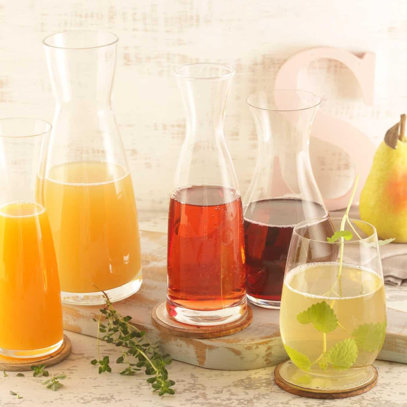 Um einen optimalen Vitamin-C-Spiegel sicherzustellen, sollte man eine bunte Mischung aus Früchten und Gemüse essen und dazu täglich ein 150-ml-Glas 100-prozentigen Saft trinken