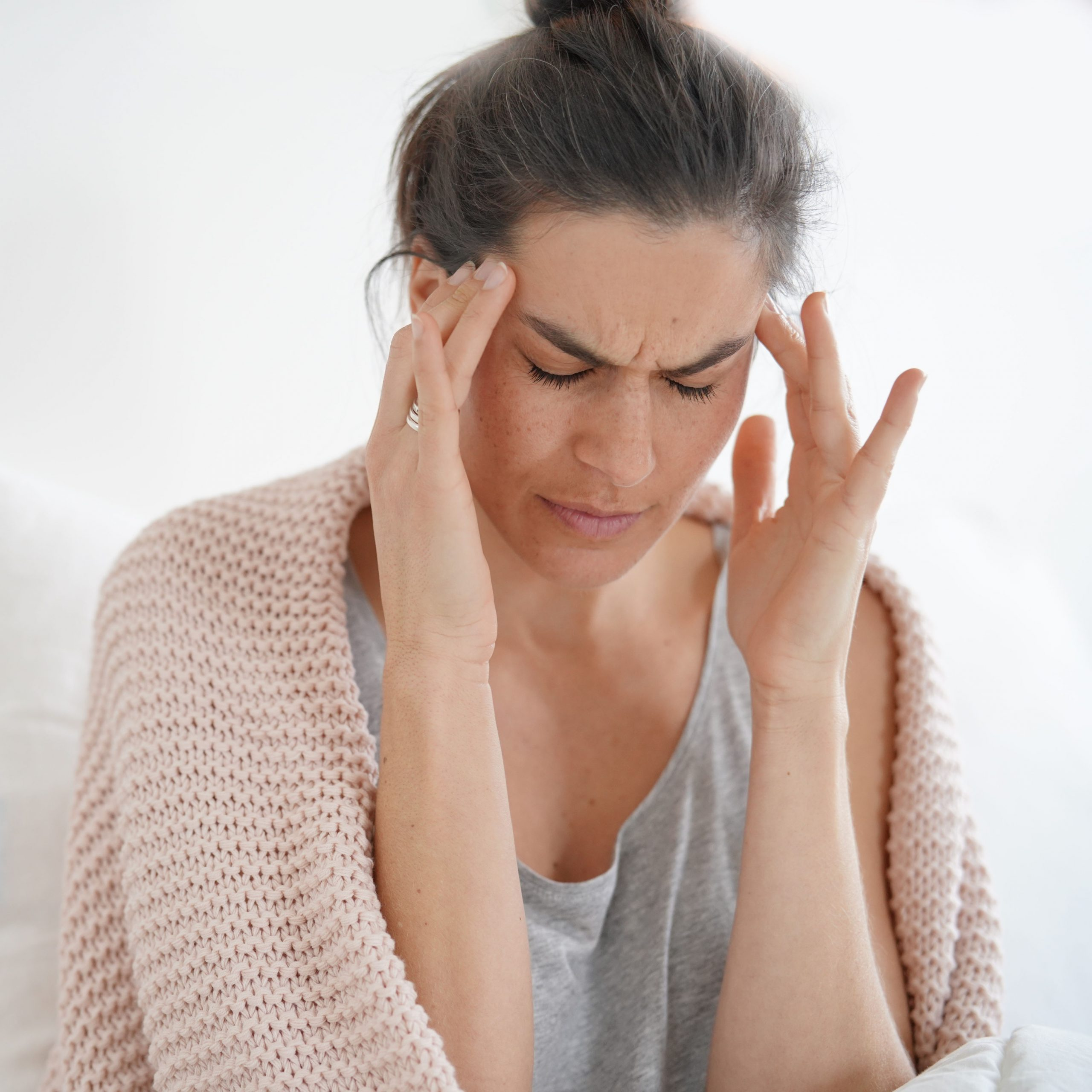 """Die Initiative """"Attacke! Gemeinsam gegen Kopfschmerzen"""" will die Kopfschmerzversorgung in Deutschland verbessern und bietet allen, die KopfschmerzpatientInnen behandeln, praxisnahes Expertenwissen und Informationsmaterial."""
