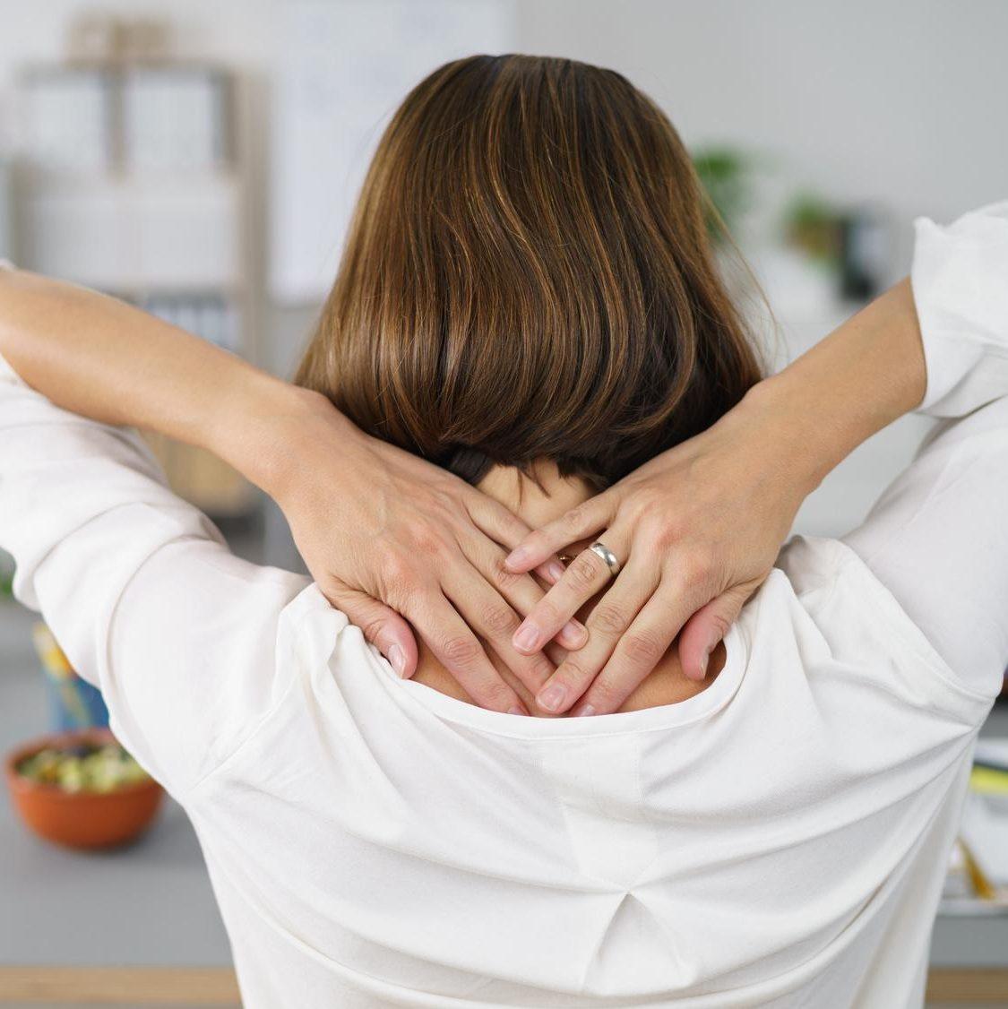 Osteopathische myofasziale Therapiemodelle basieren auf der Befundung, dass Faszien an Stellen erhöhter mechanischer Belastung fester sind und umgebende Fasern zu sich ziehen