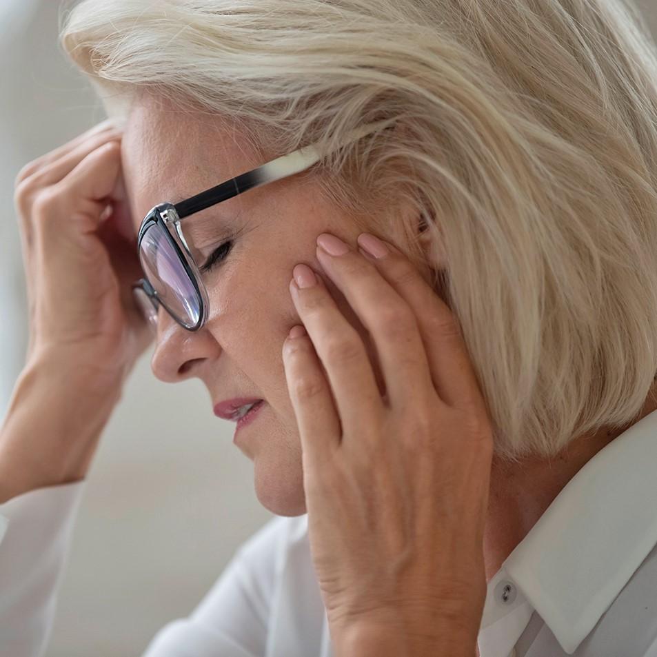 Die Hormonveränderungen während der Wechseljahre, die bei Frauen etwa ab dem 50. Lebensjahr beginnen, kann zu Zahnproblemen wie Parodontitis führen