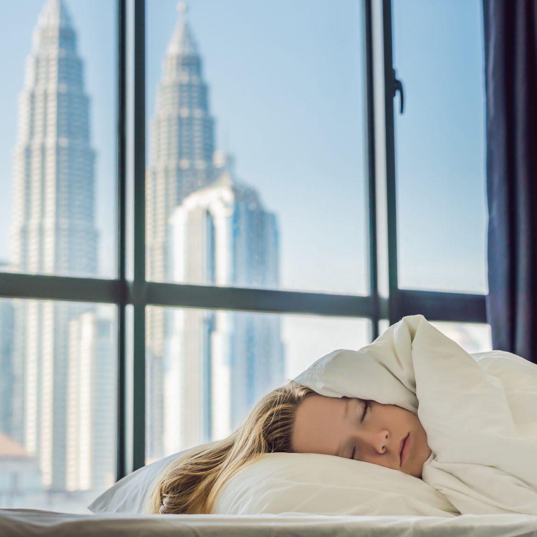 Eine Studie bewertet verschiedene Weltstädte nach der Qualität ihres Schlafs und nutzt dabei Daten zu den Hauptgründen für Schlafmangel, wie z. B. geistige und körperliche Gesundheit, Überarbeitung und Genussmittelkonsum.
